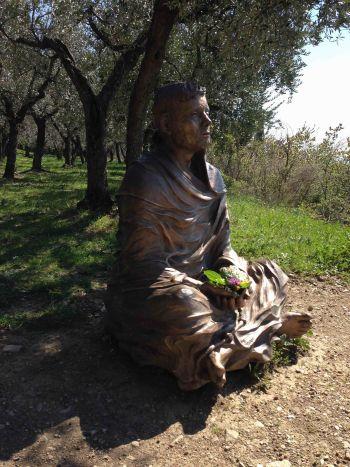 Assisi SanDamiano Franziskusstatue2